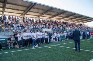 Le tribune gremite al Nelson Mandela per l'ultimo saluto a Stefano Lucarini