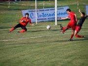 Domenichetti (Fabriano Cerreto) in gol nell'amichevole contro il Moie Vallesina (foto di Maurizio Animobono)