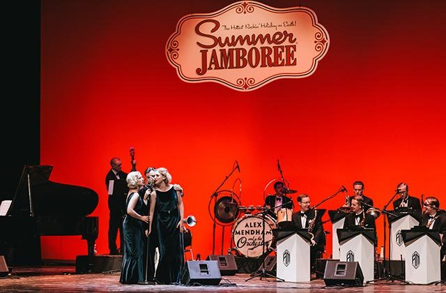 Alex Mendham and His Orchestra feat The Dunlop Sisters al Summer Jamboree di Senigallia. Foto di Beatrice Perticaroli