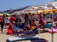 I soccorsi sulla spiaggia di Palombina