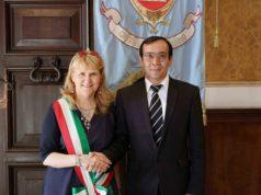Il sindaco Lauretta Giulioni con il presidente della Camera di Commercio di Namangan Sherzodbek Kurbonov