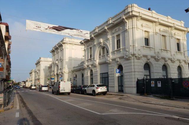 La zona della stazione ferroviaria di Falconara Marittima, in via Flaminia