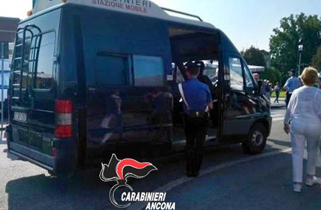 I controlli dei Carabinieri con la stazione mobile
