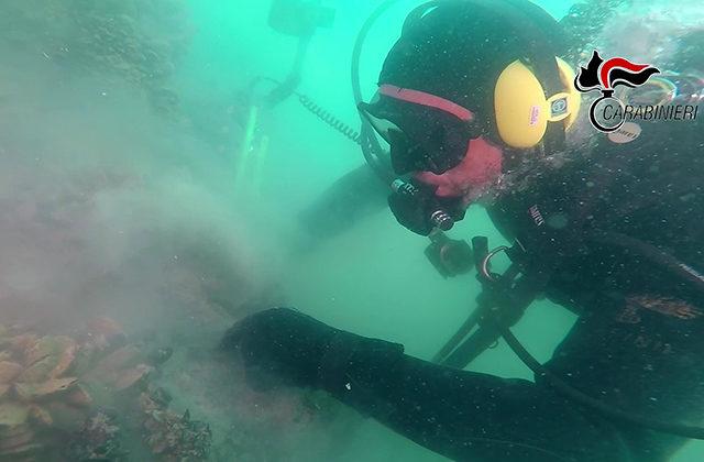 Una delle immersioni subacquee per analizzare i resti del relitto della pirofregata