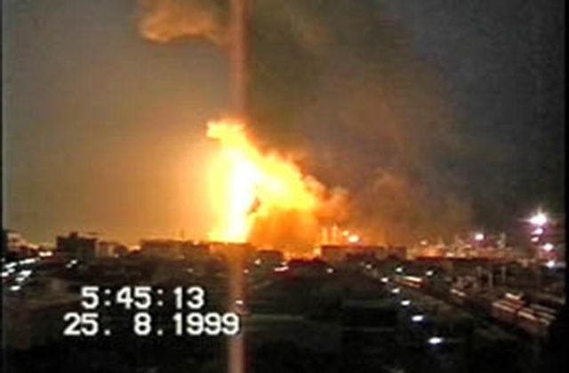 L'Incendio alla raffineria Api di Falconara Marittima del 25 agosto 1999 (Fonte: Comitati Cittadini)