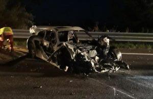 La Porsche dopo l'incidente mortale avvenuto lungo la complanare di Senigallia
