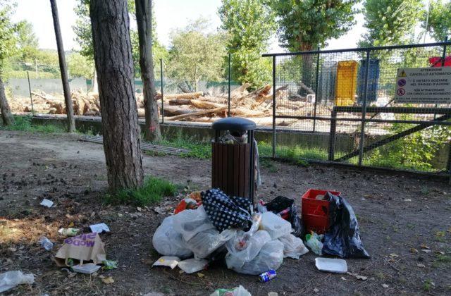 Degrado al parco XXV Aprile a Pesaro