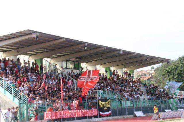 Le tribune gremite dello stadio Mancini di Castelfidardo durante Castelfidardo-Anconitana