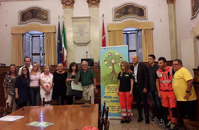 Foto di gruppo alla presentazione
