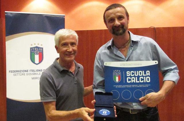Il responsabile tecnico Massimo Tinti riceve il riconoscimento