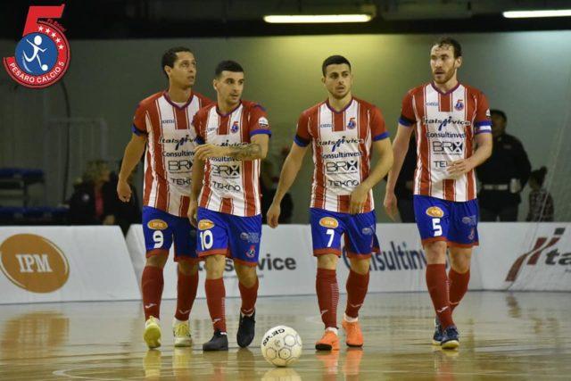 L'Italservice Pesaro gioisce dopo un gol