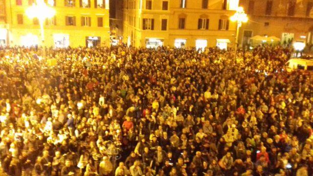 Piazza Pergolesi gremita
