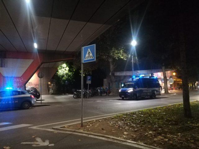 I controlli della Polizia nella zona della stazione a Pesaro