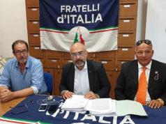 Il gruppo di Senigallia di Fratelli d'Italia: da sinistra Davide Da Ros, Massimo Bello e Marcello Liverani