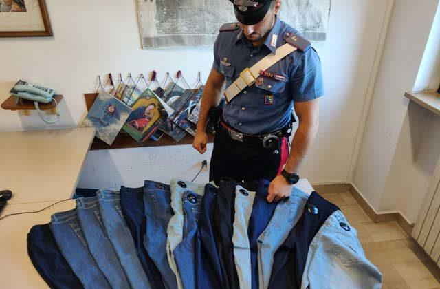Falconara, jeans rubati