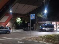 I controlli della Polizia tra la stazione e il parco Miralfiore a Pesaro