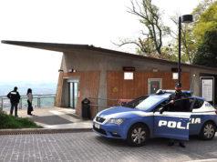 La Polizia davanti al tiramisù