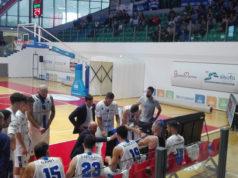 Un time-out di coach Lorenzo Pansa della Ristopro Fabriano nella trasferta a Chieti