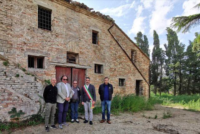 Il sindaco di Castelfidardo Ascani con gli attori coinvolti nel restauro dell'ex convento di Sant'Agostino