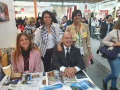 Lo stand a Rimini con il sindaco Simone Pugnaloni e l'assessore Michela Glorio (in piedi a sinistra)