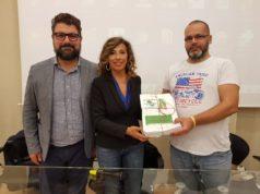La consegna delle firme al sindaco Stefania Signorini