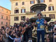 Show di Mika in piazza Roma