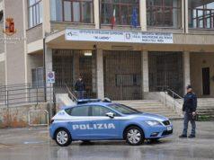 La Polizia davanti alla scuola di Osimo