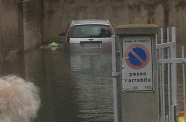 Garage e cantine allagate in via Cavalieri di Vittorio Veneto, a Senigallia
