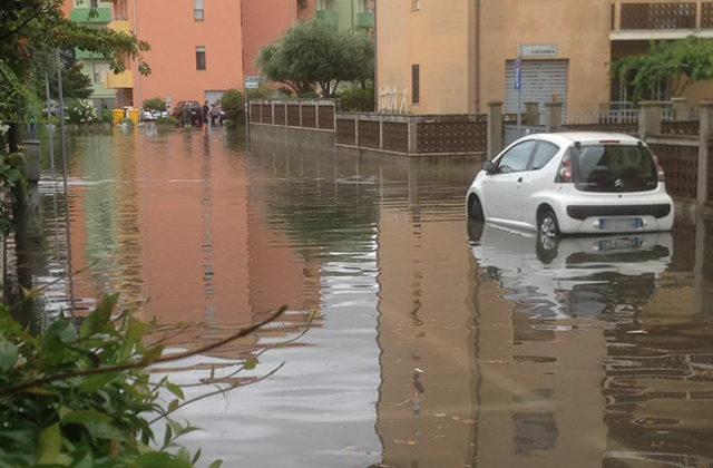 Via Colombo e via Cavalieri di Vittorio Veneto, a Senigallia, allagate nel luglio 2019