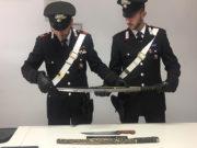 Le armi sequestrate dai Carabinieri a Montemarciano: una katana e un coltello da macellaio