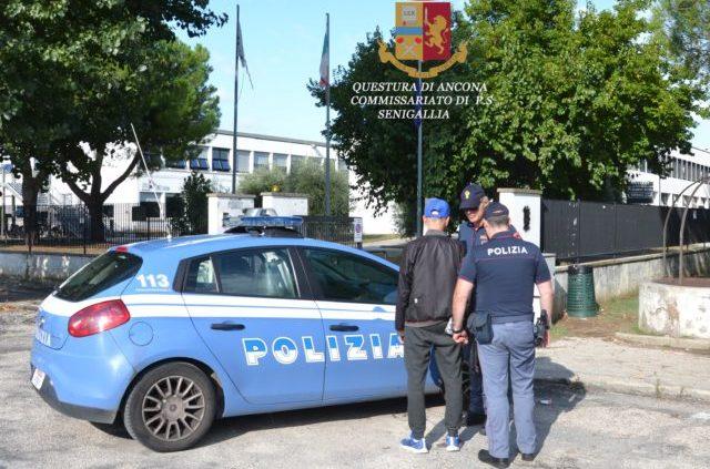 I controlli della polizia di Senigallia al campus scolastico di via D'Aquino