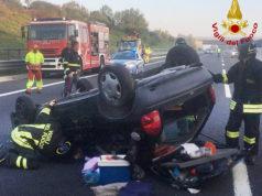 L'auto dopo l'incidente avvenuto sull'A14 a Senigallia