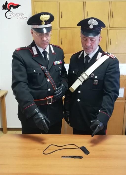 I carabinieri con il pugnale