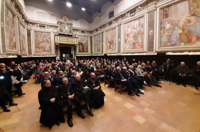 La presentazione del del libro Donne Crocifisse di don Aldo Buonaiuto in un gremito Oratorio della Carità di Fabriano