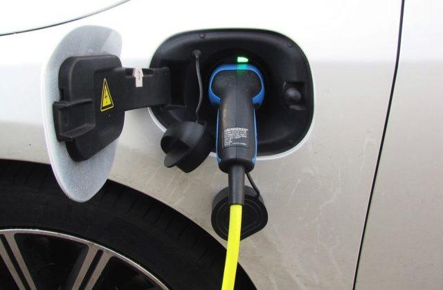 Mobilità elettrica, 6 comuni del pesarese avranno fondi per le auto elettriche
