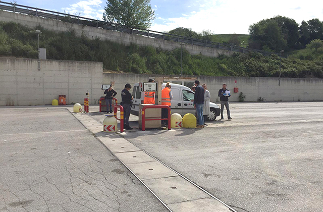 Problemi a una valvola mentre fa rifornimento, micro esplosione alla sede di Conerobus: un ferito