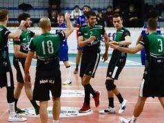 L'esultanza della Sampress Nova Volley dopo il derby della Nef Osimo