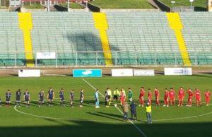 Anconitana e Porto d'Ascoli schierate a centrocampo