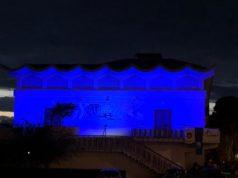 La sede della Croce Gialla di Chiaravalle illuminata con luci blu