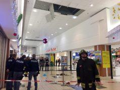 La galleria dell'Auchan dove è caduto il ragazzino 12enne