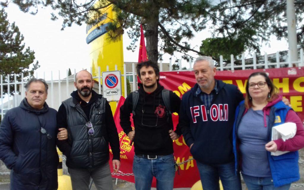 Da sinistra Tiziano Beldomenico, Lorenzo Morganti, Giacomo Scaloni, Maurizio Gabrielli e Francesca Casavecchi ai cancelli Cnh