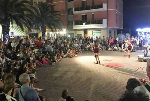 Festivalle, gli artisti di strada invadono Marotta