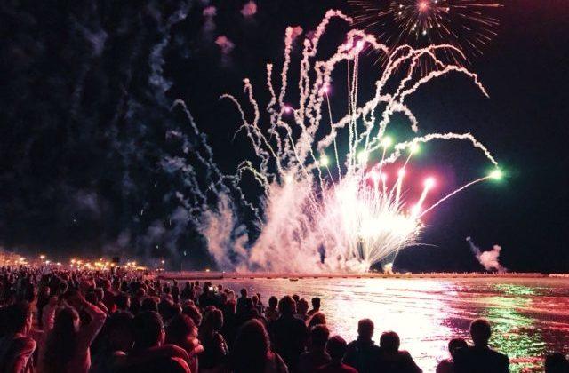 Ferragosto a Falconara: gran finale con lo spettacolo piromusicale