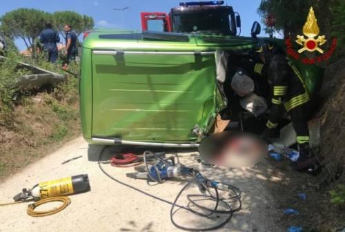 Guidava l'auto durante il grave incidente in cui morì il marito: patteggia 10 mesi