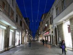 Le luci di natale installate lungo corso II Giugno a Senigallia