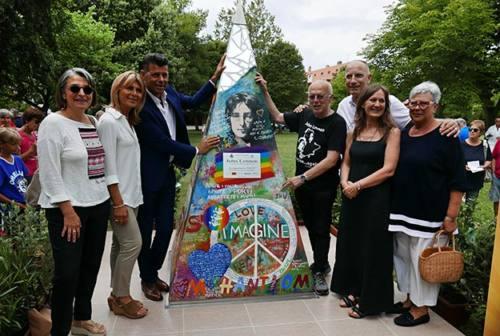 Inaugurato a Senigallia il monumento dedicato a John Lennon (FOTO)