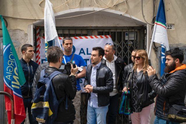 Locali chiusi al Piano, presidio di Fdi: «Basta illegalità, no alla riapertura»