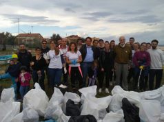 La pulizia della spiaggia a Falconara Marittima