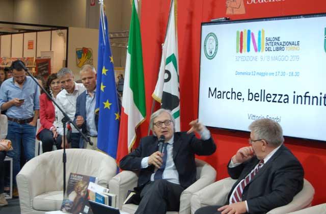 Salone del libro di Torino: Vittorio Sgarbi decanta l'infinita bellezza delle Marche