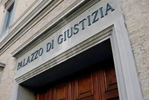 Violentata e minacciata dal badante del figlio: «Se chiami i carabinieri ti brucio casa»